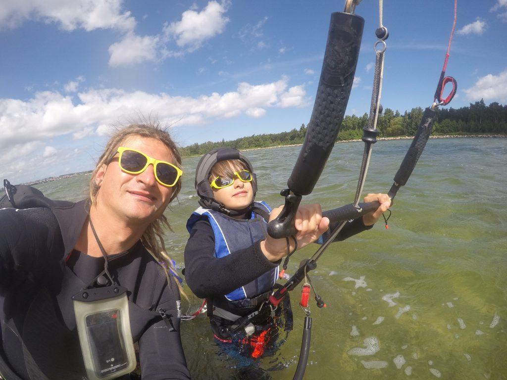 Etap 1 szkolenia kitesurfingu - kontrola latawca