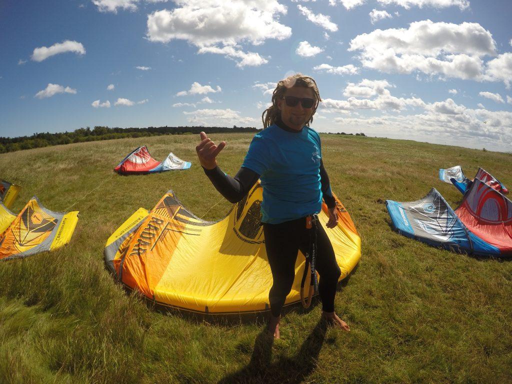 Grzegorz Kucieński właściciel szkoły kitesurfingu Surf To Fly